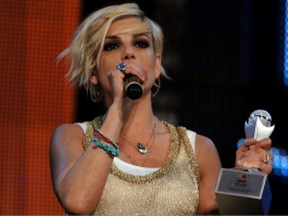 6_Emma-Marrone-indossa-i-bracciali-Cruciani